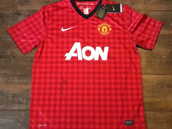2012 2013 Manchester United Club COA Anderson Signed Football Shirt BNWT